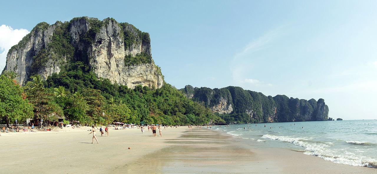 1280px-Ao_Nang_beach_panorama_1