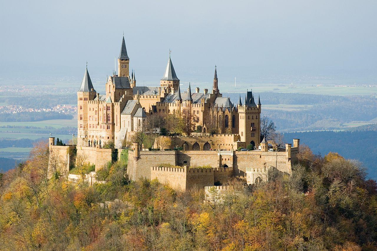 1280px-Burg_Hohenzollern_ak
